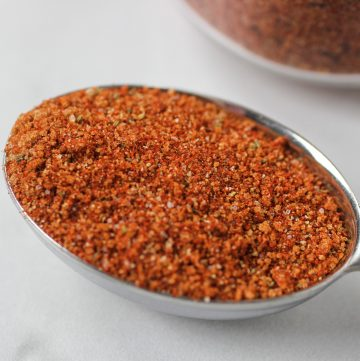 10 different spices making up a delicious dry bbq rub in tablespoon